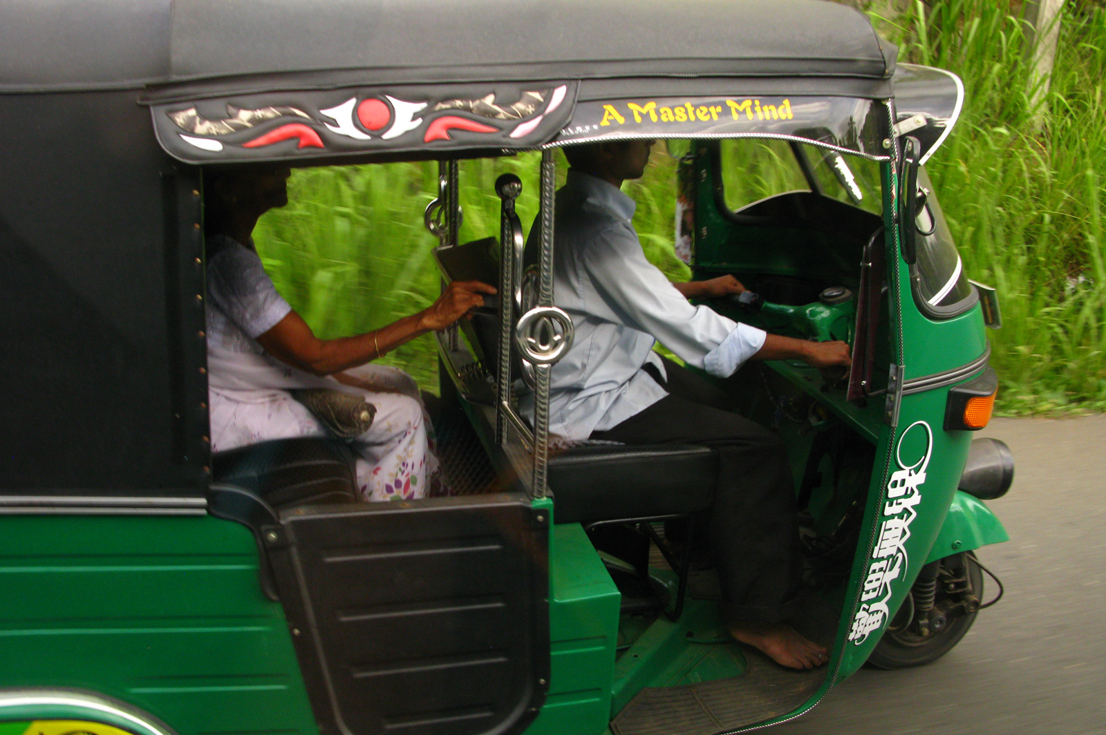 Transport-local-srilanka-tuktuk-OliverTrips-4