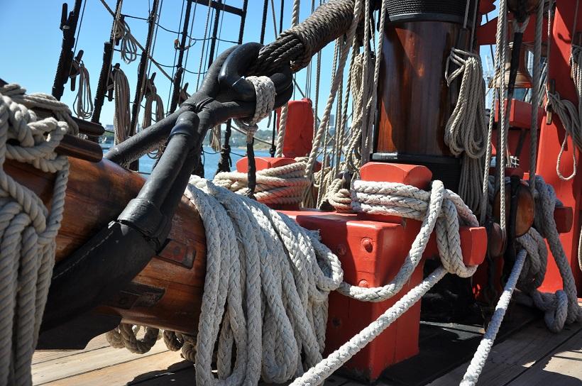 Sur le pont de l′Endeavour, les marins du Capitaine Cook ont de quoi faire