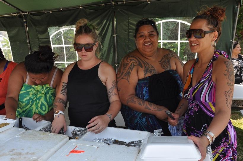 Ambiance culinaire 100 % maorie au Maori Kia Festival de Kawhia