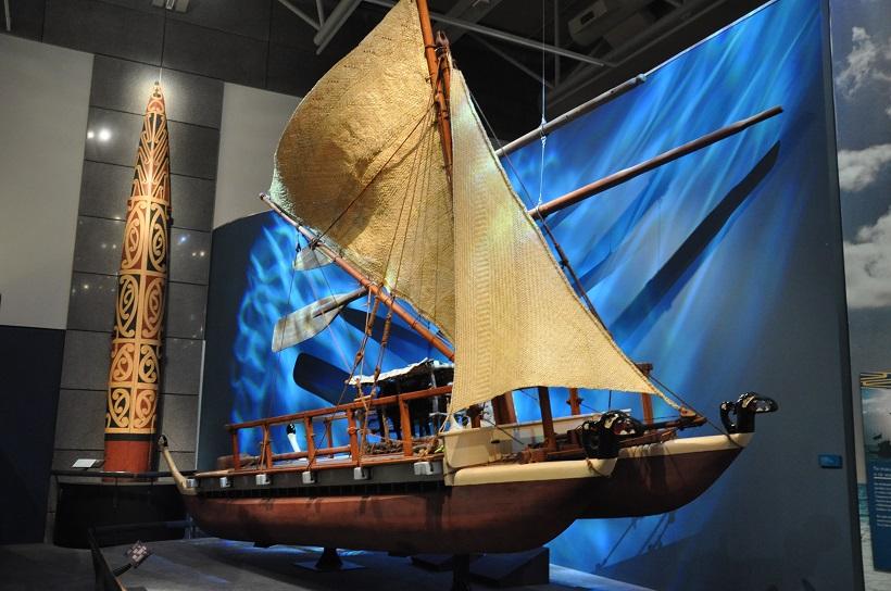 Waka des premiers maoris au Te Papa Tongarewa Museum