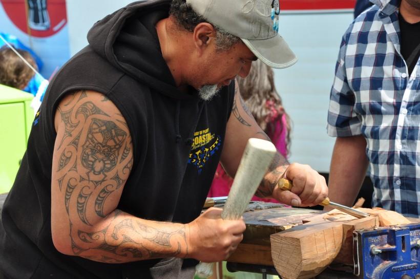 La sculpture sur bois maorie : un savoir-faire qui perdure