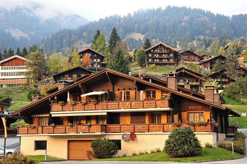 Chalets, sur la route du Grand Tour de Suisse