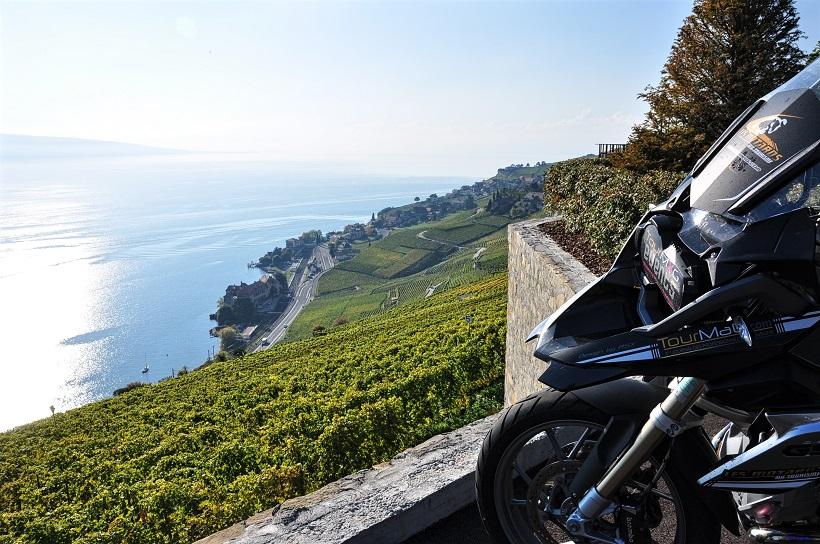 Arrêt au dessus des vignobles de Lavaux, classés à l′UNESCO